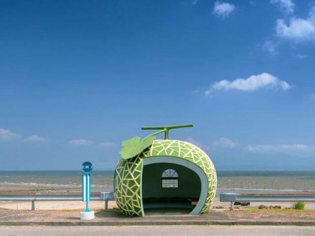 海にぽっかり浮かぶフルーツバス停♡インスタ映えおすすめは井崎のバス停