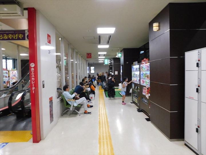 博多バスターミナルビル 3階 高速バスのりば