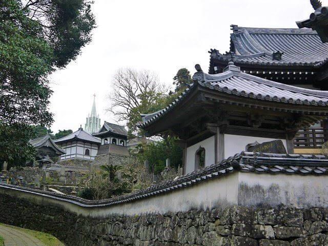 平戸 観光スポット 寺院と教会の見える風景