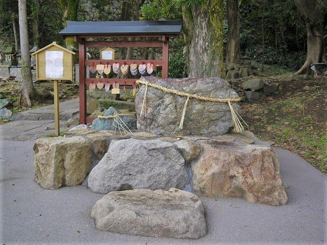 平戸観光スポット 亀岡神社 桜光石
