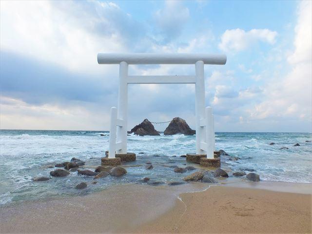糸島 インスタ映え 白い鳥居