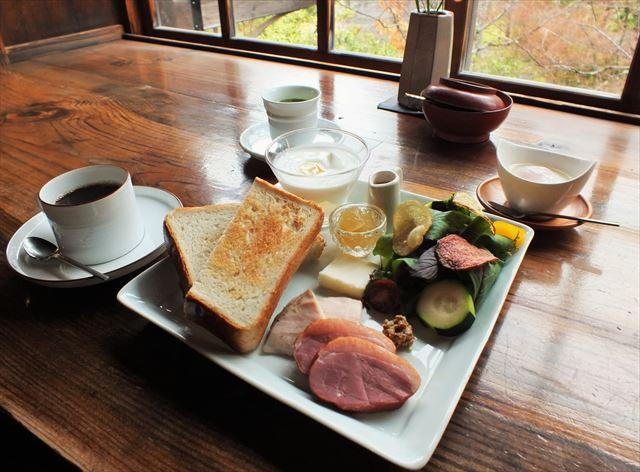 金鱗湖 湯布院 カフェ 茶房 天井棧敷 朝食