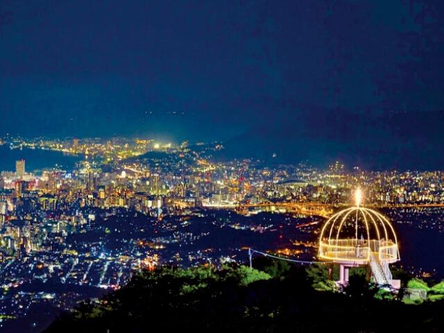 展望台から望む皿倉山の夜景