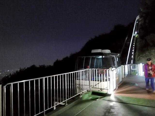 夜のスロープカー