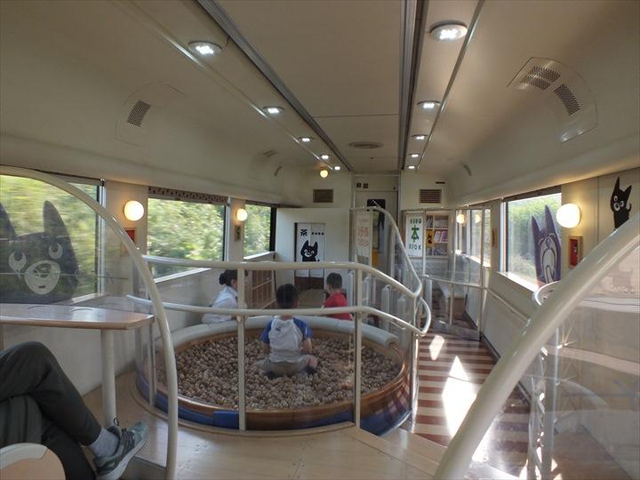 九州 観光列車 あそぼーい! 車内