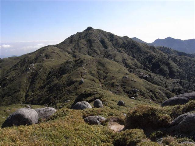 屋久島の永田岳から見る宮之浦岳